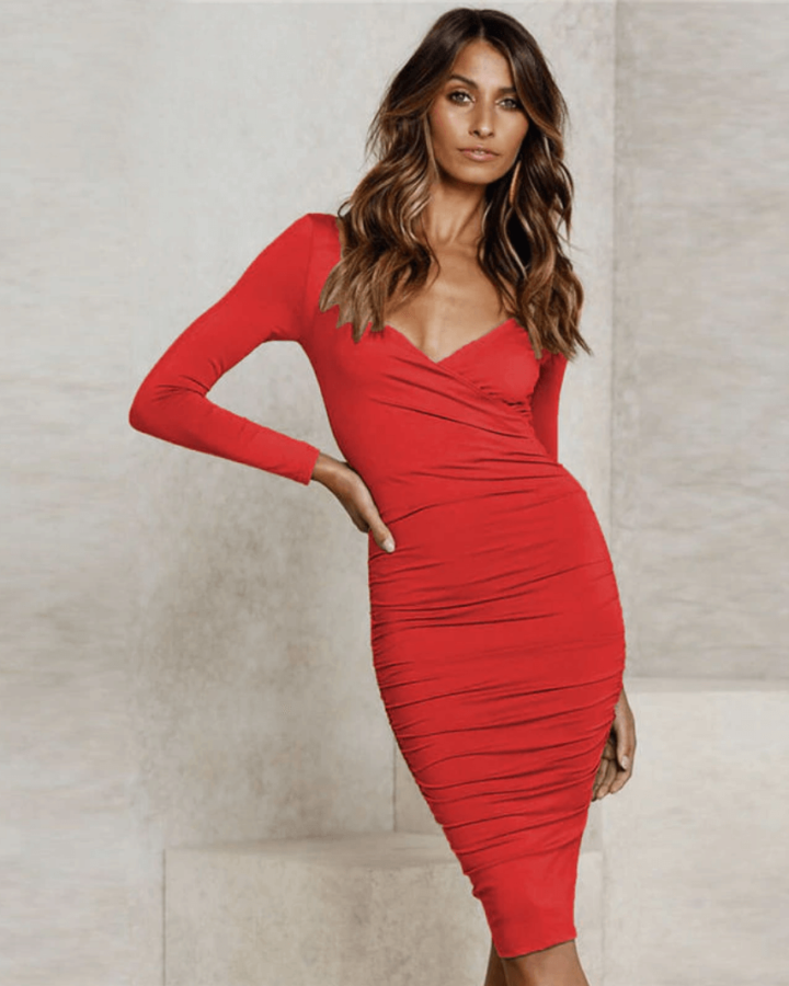 Sukienka Czerwona Obcisła z Odsłoniętym Dekoltem Midi