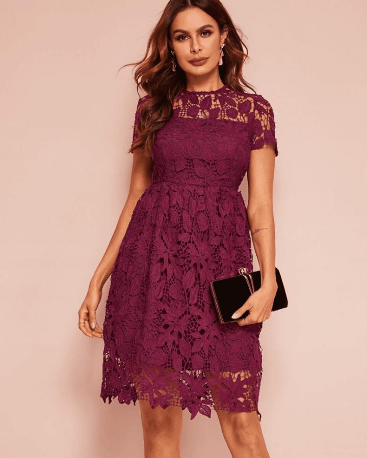 Sukienka Koronkowa Bordowa z Krótkim Rękawem Mini